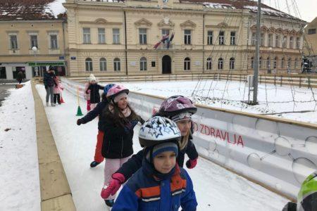 Igre na ledu u središtu grada