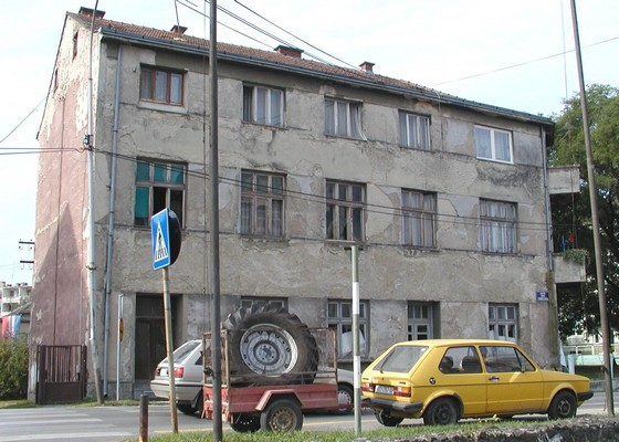 Zgrada u kojoj je bila smještena uprava industrije konzervi braće Wolf nasuprot današnje Podravke