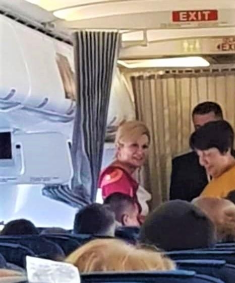 Predsjednica Kolinda Grabar Kitarović u zrakoplovu na aerodromu u Frankfurtu