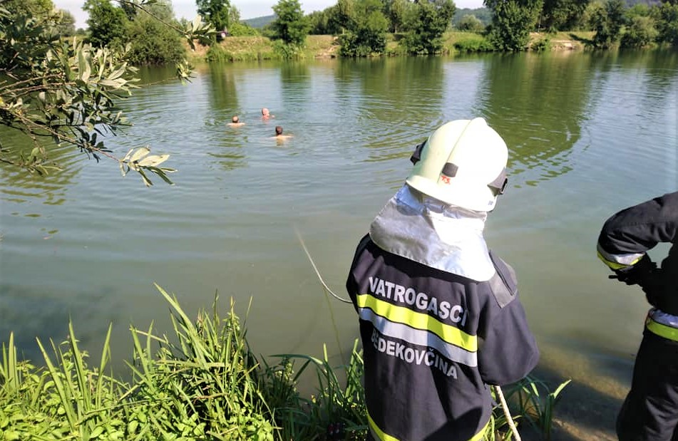 Vatrogasci spašavaju mladiće iz jezera kod Bedekovčine