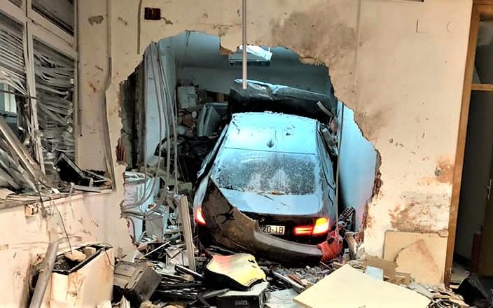 Prometna nesreća na naplatnim kućicama Mraclin: zabio se u zid i usmrtio dejlatnika